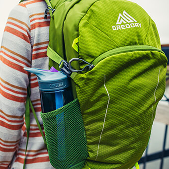 Twin side mesh water bottle pockets