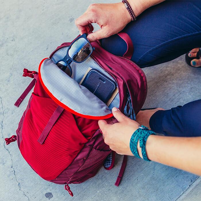 Zip-off daypack 18L