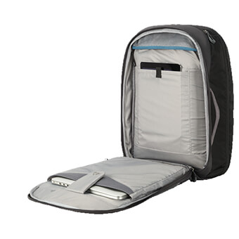 Checkpoint friendly laptop and tablet compartment with zippered clamshell design *25/35 ONLY