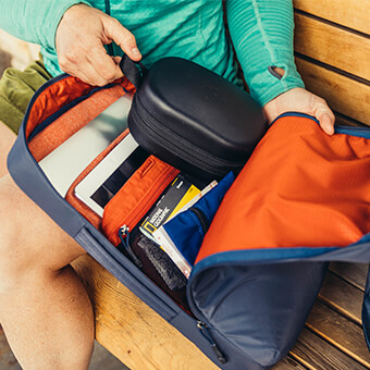 CADDY FEATURES PADDED LAPTOP & TABLET SLEEVE