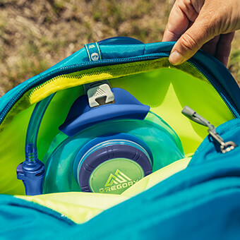 Zippered hydration pocket with SpeedClip attachment system