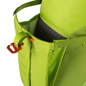 Bolsillo sobredimensionado y compresible para crampones con zonas de refuerzo anti pinchazos, desgarros o abrasión.