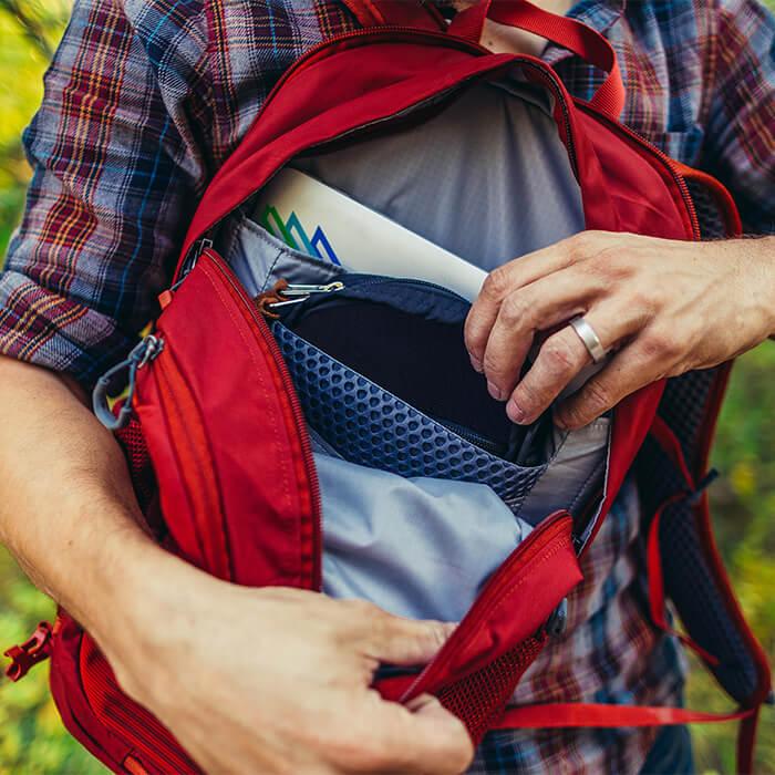 Zip-off daypack 20L